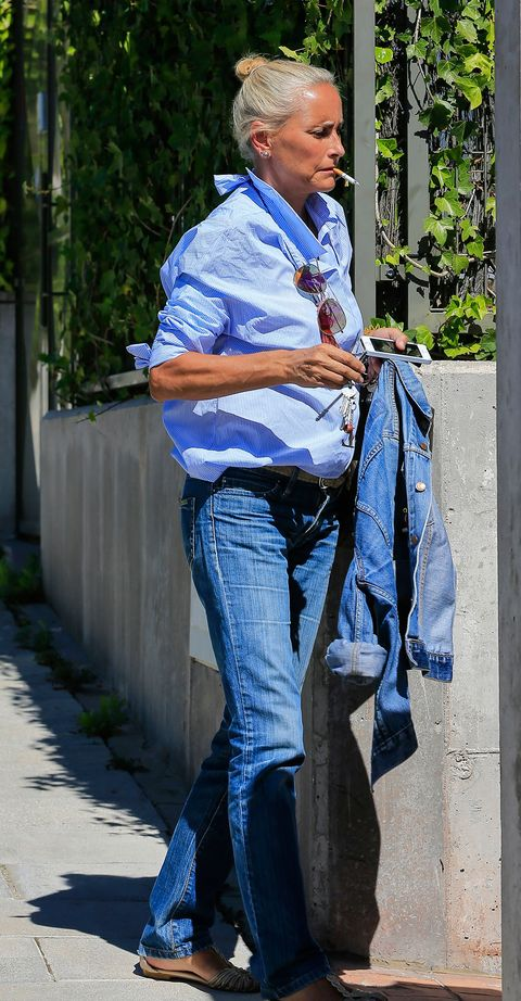 Jeans, Denim, Blue, Textile, Street fashion, Dress shirt, Outerwear, Electric blue, Sitting, Photography,