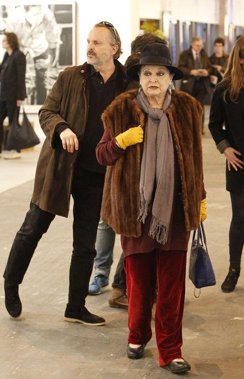 Footwear, Leg, Trousers, Coat, Outerwear, Jeans, Jacket, Style, Hat, Street fashion,