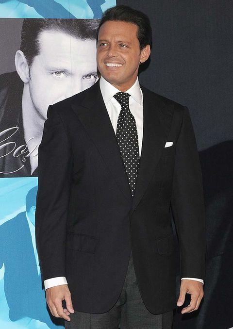 Suit, Formal wear, Tuxedo, White-collar worker, Blazer, Outerwear, Tie, Premiere, Event, Businessperson,