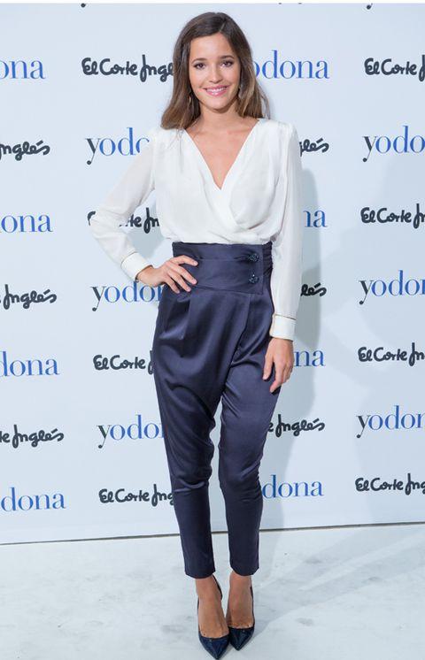 Sleeve, Shoulder, Joint, Style, Electric blue, Waist, Fashion, Neck, Knee, Fashion model,