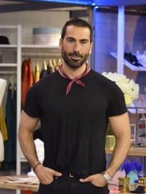 Sleeve, Collar, Shoulder, Joint, Standing, Facial hair, Beard, Moustache, Fashion, Trunk,