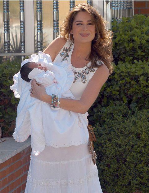 Clothing, Human, Shoulder, Textile, Dress, Hand, White, Fashion accessory, Baby & toddler clothing, Wedding dress,