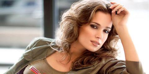Nose, Lip, Hairstyle, Sleeve, Jacket, Outerwear, Eyelash, Street fashion, Beauty, Fashion,