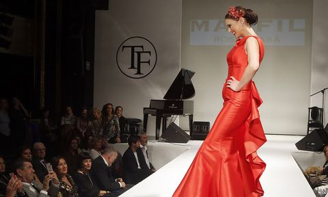 Fashion model, Fashion, Dress, Clothing, Gown, Fashion show, Haute couture, Shoulder, Red, Fashion design,