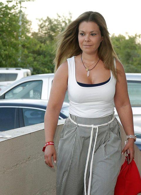 White, Clothing, Shoulder, Waist, Fashion, Snapshot, Dress, Leg, Street fashion, Summer,