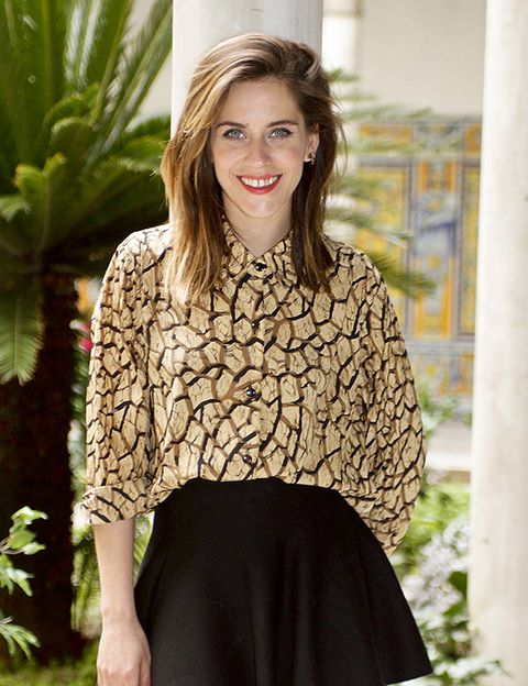 Clothing, Brown, Sleeve, Shoulder, Joint, Style, Neck, Street fashion, Pattern, Waist,