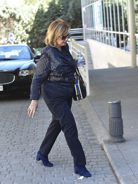 Cobalt blue, Street fashion, Jeans, Clothing, Electric blue, Blue, Denim, Fashion, Snapshot, Footwear,