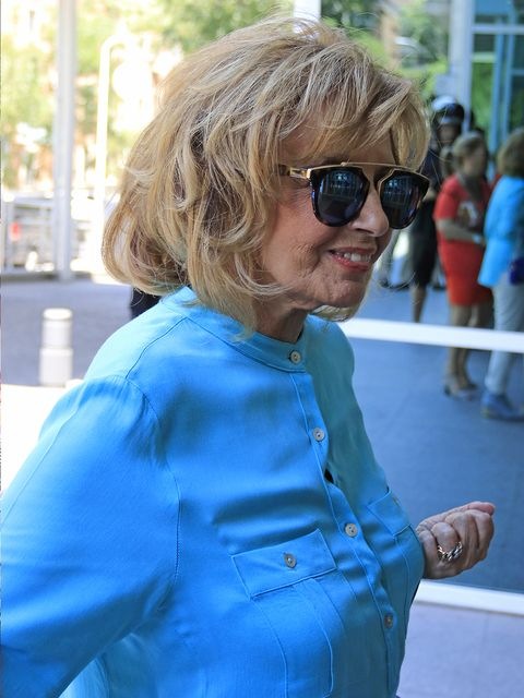 Eyewear, Hair, Blue, Sunglasses, Turquoise, Glasses, Blond, Electric blue, Vision care, Vacation,