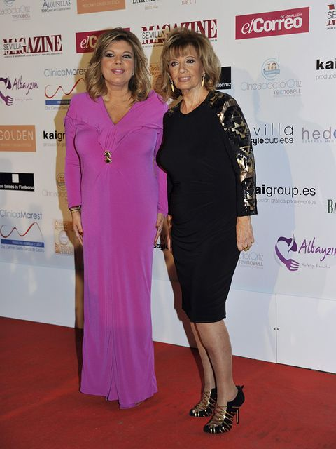 Red carpet, Clothing, Carpet, Dress, Flooring, Premiere, Pink, Fashion, Event, Cocktail dress,