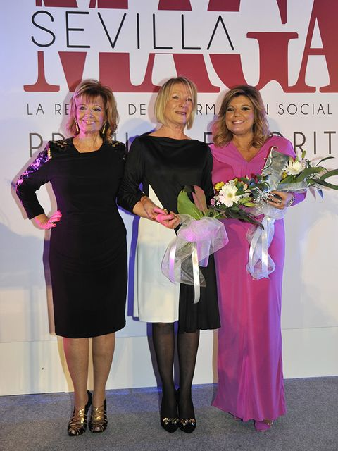 Clothing, Dress, One-piece garment, Fashion, Award ceremony, Day dress, Award, Cocktail dress, High heels, Blond,