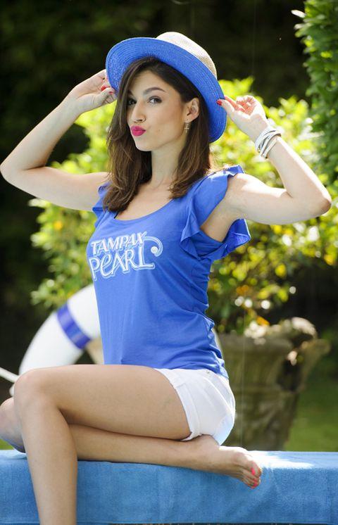 Blue, Finger, Human leg, Recreation, Leisure, People in nature, Hat, Summer, Majorelle blue, Electric blue,