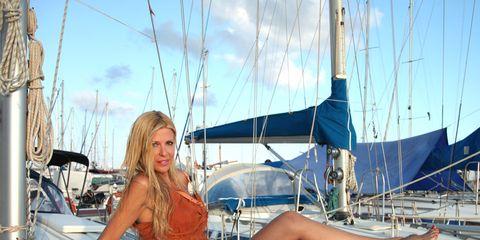 Human leg, Summer, Dress, Thigh, Beauty, Vacation, Boat, Muscle, High heels, Electric blue,