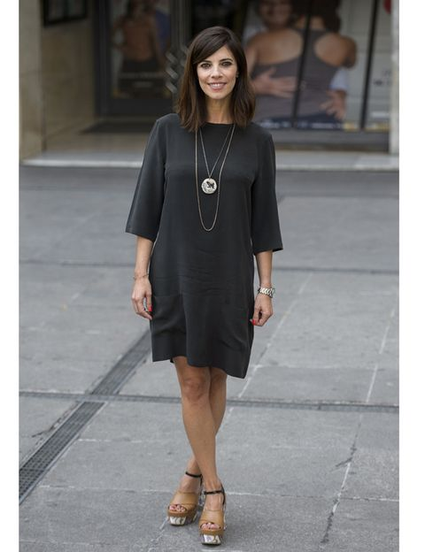 Sleeve, Shoulder, Joint, Human leg, Style, Dress, Street fashion, Fashion accessory, Beauty, Fashion,