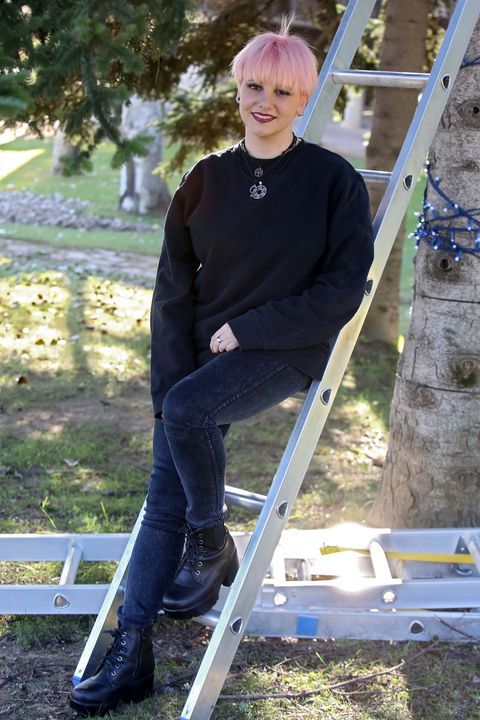 Tree, Outerwear, Ladder, Jeans, T-shirt,