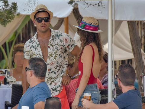 Eyewear, Arm, Vision care, Glasses, Hat, Sunglasses, Tourism, Fashion accessory, Summer, Sun hat,
