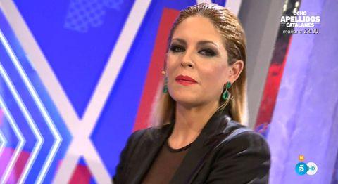 Television presenter, Nose, Lip, Blond, Forehead, Spokesperson, Journalist, Event, Newsreader, Newscaster,