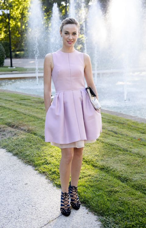 Clothing, Blue, Green, Fountain, Photograph, White, Dress, Fashion accessory, Pink, Style,