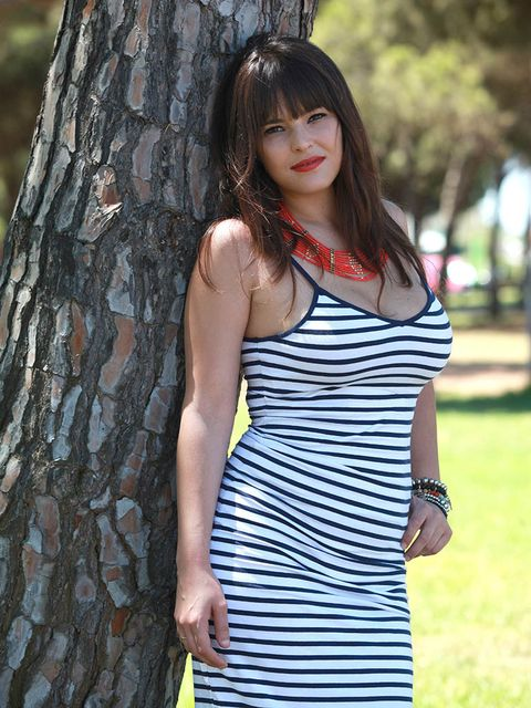 Hair, Hairstyle, Shoulder, Dress, People in nature, Street fashion, One-piece garment, Long hair, Beauty, Waist,