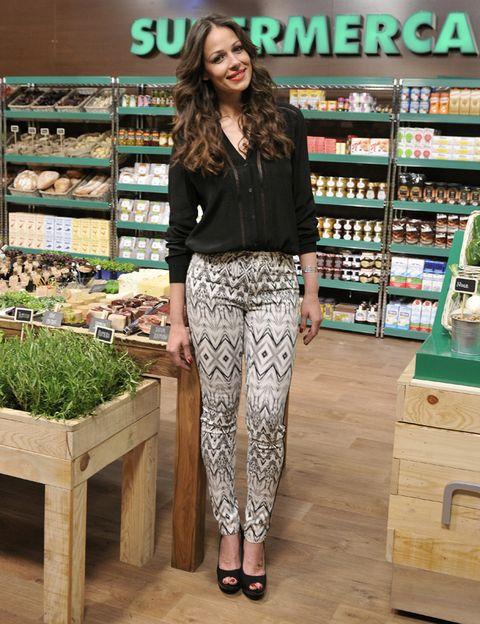 Leg, Shelf, Retail, Shelving, Waist, Street fashion, Trade, Whole food, Foot, Tights,