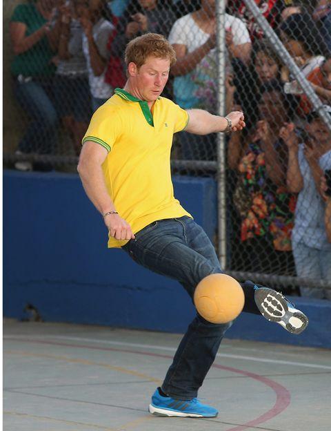 Ball, Sports equipment, Shoe, Human leg, Ball, Sportswear, Athletic shoe, Leisure, Playing sports, Ball game,