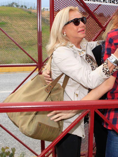 Eyewear, Vision care, Glasses, Sunglasses, Fashion accessory, Bag, Street fashion, Blond, Luggage and bags, Bracelet,