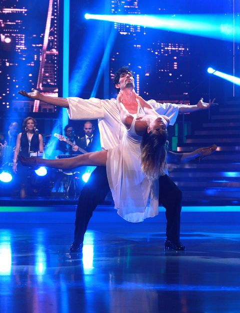 Entertainment, Performing arts, Event, Artist, Dancer, Stage, Performance, Concert dance, Dance, Performance art,