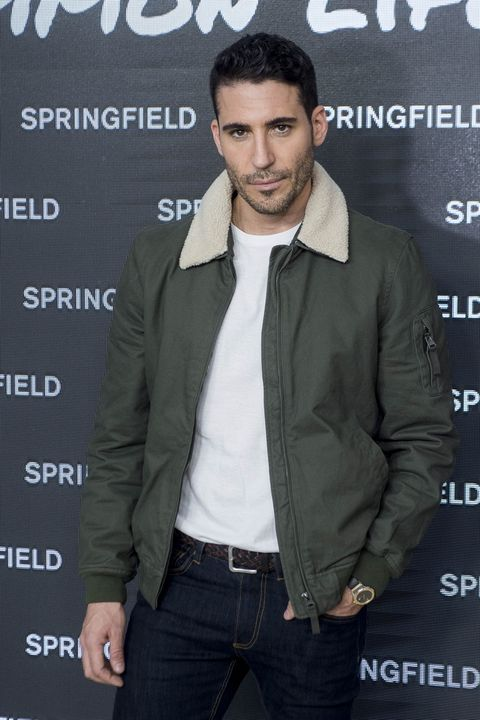 Premiere, Cool, Outerwear, Jacket, Suit, Muscle, White-collar worker, Leather, Facial hair, Style,