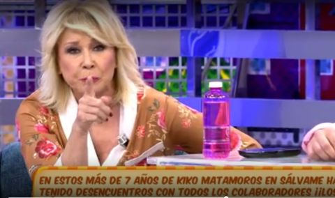 News, Blond, Skin, Fun, Newscaster, Television presenter, Lip, Television program, Hair coloring, Games,