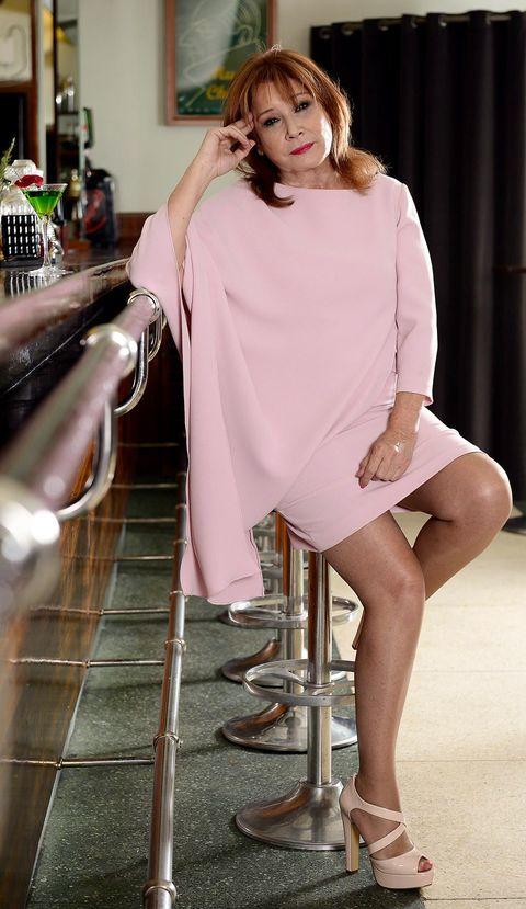 Leg, Human leg, Shoulder, Joint, Dress, Sitting, Knee, Fashion, Beauty, Fashion model,