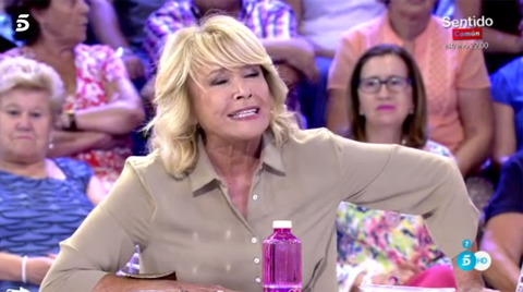 Facial expression, Event, Television program, Blond, Fun, Television presenter, Games, Performance, Recreation, Drink,