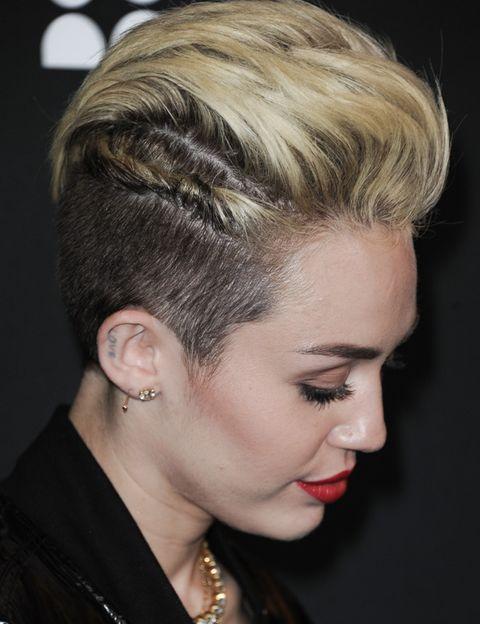 Hair, Head, Ear, Lip, Hairstyle, Earrings, Forehead, Eyebrow, Eyelash, Fashion accessory,