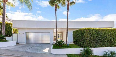 Property, Cloud, Real estate, Shrub, Woody plant, Arecales, Concrete, Garden, Garage, Hedge,
