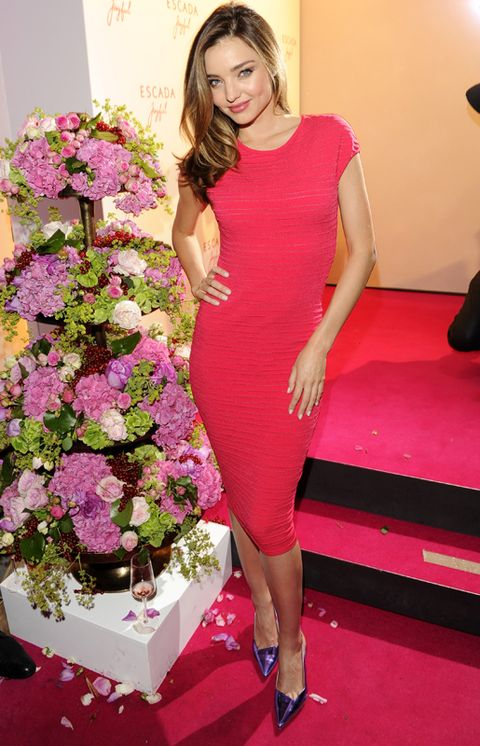 Petal, Shoulder, Dress, Joint, Red, Shoe, Human leg, Flower, Pink, Bouquet,