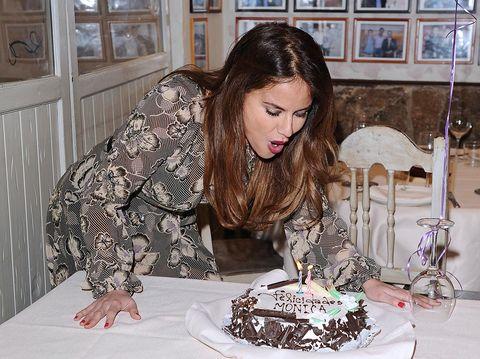 Cake, Dessert, Baked goods, Sweetness, Cake decorating, Picture frame, Plate, Sugar cake, Cake decorating supply, Kuchen,