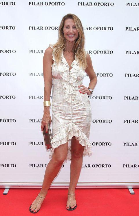 Human, Dress, Flooring, Human body, Shoulder, Human leg, Joint, Red, High heels, Carpet,