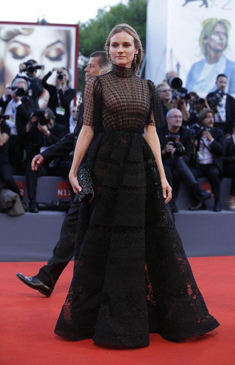 Shoulder, Flooring, Red, Dress, Carpet, Style, Premiere, Fashion model, Street fashion, Fashion,