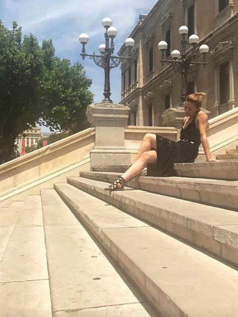 Human leg, Street light, Knee, Light fixture, Thigh, Street fashion, Lamp, Stairs, Foot, Calf,