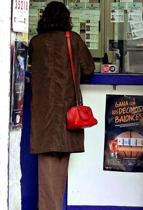Red, Street fashion, Snapshot, Coat, Fashion, Human, Outerwear, Jacket, Street, Fur,