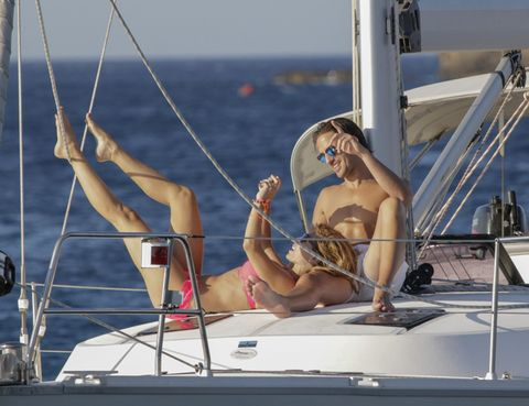 Watercraft, Boat, Elbow, Summer, Chest, Swimwear, Muscle, Vacation, Naval architecture, Deck,