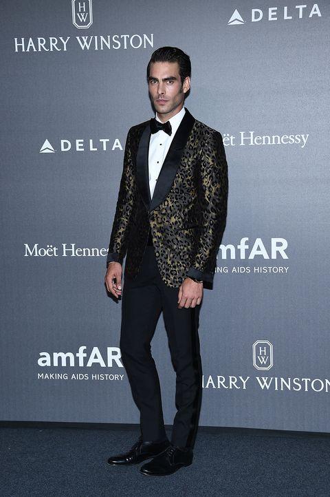 Suit, Formal wear, Fashion, Tuxedo, Premiere, Fashion design, Event, White-collar worker,