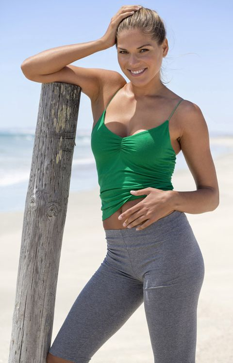 Human body, Shoulder, Elbow, Textile, Standing, Waist, Joint, Sportswear, Chest, Active pants,