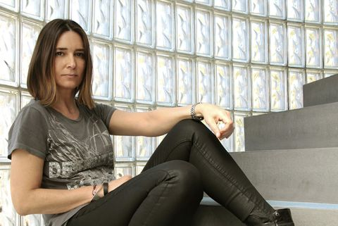 Arm, Trousers, Human leg, Joint, Sitting, Thigh, Knee, Interior design, Comfort, Beauty,