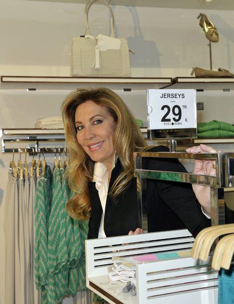 Style, Fashion, Clothes hanger, Street fashion, Blond, Curtain, Publication, Long hair, Fashion design, Boutique,