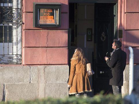 Coat, Street fashion, Overcoat, Door, Conversation, Picture frame, Trench coat, Handbag,