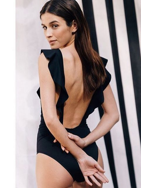 Hairstyle, Shoulder, Collar, Joint, Style, Waist, Thigh, Formal wear, Elbow, Beauty,