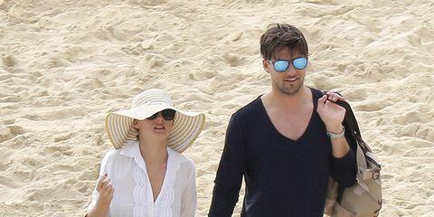 Eyewear, Human, Human body, Hat, Bag, People in nature, Summer, Sand, Sunglasses, Fashion accessory,