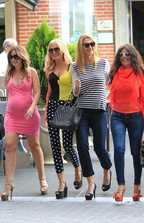 Clothing, Eyewear, Hair, Footwear, Leg, Vision care, Glasses, Sunglasses, Trousers, Denim,