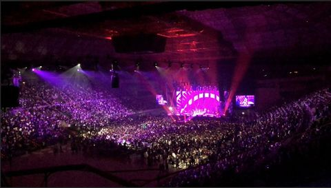 Purple, Violet, Magenta, Pink, Crowd, Lavender, Audience, Music venue, Stage, Visual effect lighting,