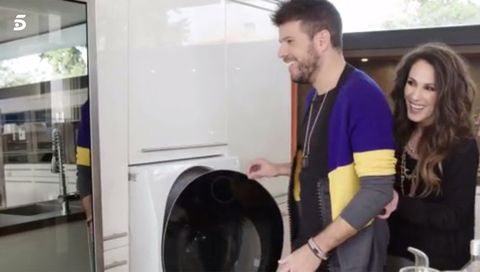 Major appliance, Washing machine, Home appliance, Room, Clothes dryer, Cookware and bakeware, Laundry room,