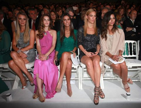Face, Leg, People, Social group, Shoulder, Crowd, Audience, Dress, Thigh, Sitting,